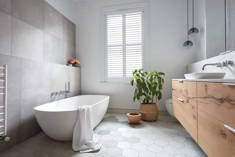 Phòng tắm cũng cần được làm đẹp, và đây là 6 ý tưởng cực hay để chị em tham khảo ngay và luôn - Ảnh 1.