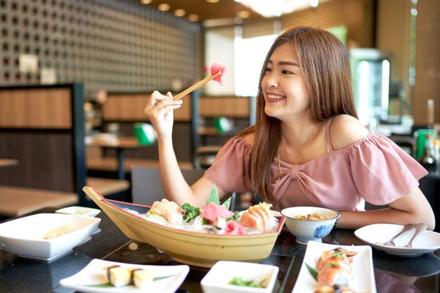 Nắm ngay 3 bí quyết khi ăn trưa giúp chị em vừa ăn ngon lại còn giảm cân nhanh chóng, ai cũng có thể áp dụng - Ảnh 2.