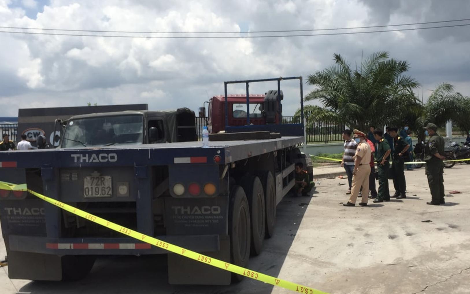 Bình Dương: Container tông xe quân sự, 1 chiến sĩ dân quân tử vong, 6 người khác bị thương