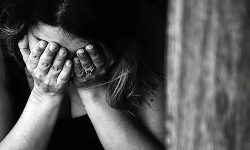 Số cuộc gọi của phụ nữ phản ánh bị bạo lực tăng 50% khi dịch Covid-19 - Ảnh 1.