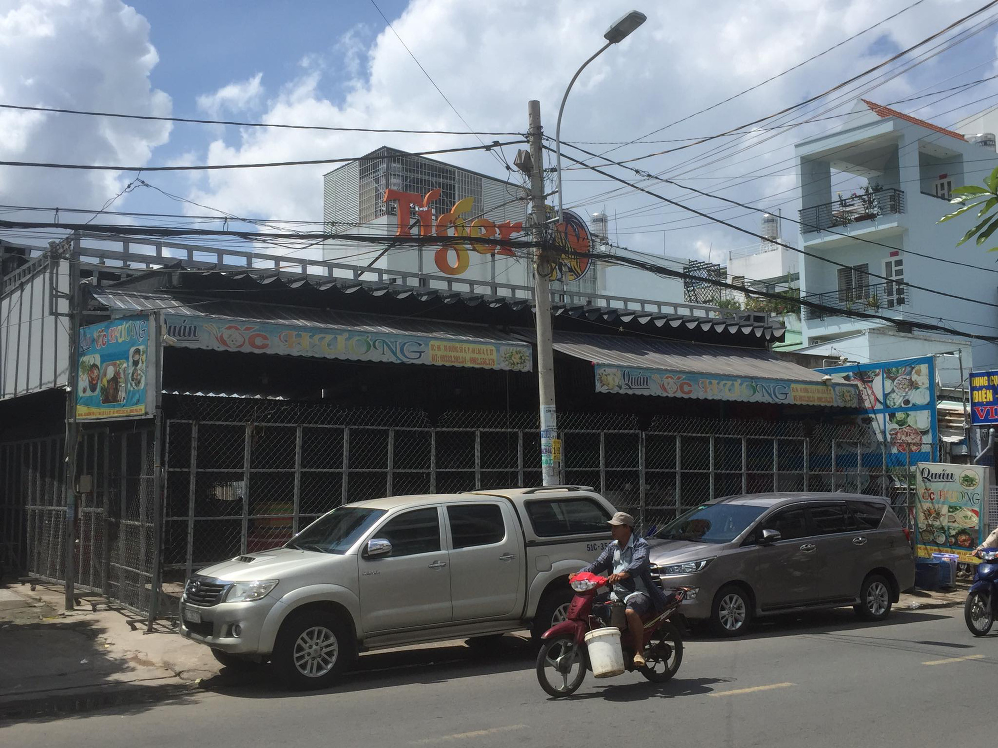 Vì sao gần 200 người mặc áo cam kéo đến đập phá quán ốc ở Bình Tân - TP HCM? - Ảnh 2.
