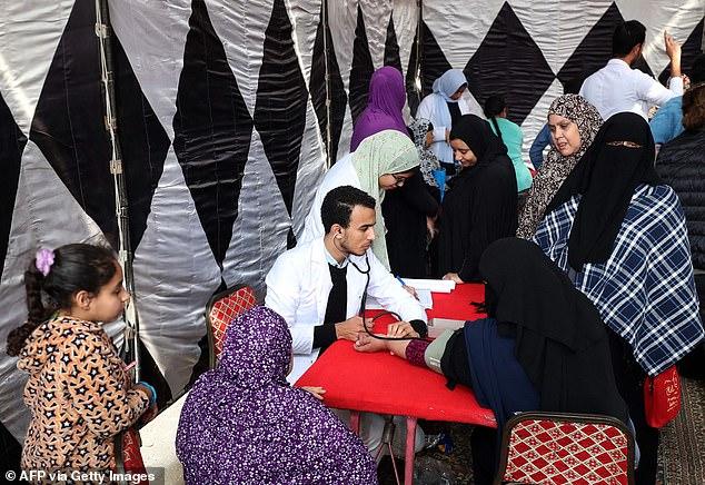 Ai Cập: 3 bé gái bị cha đẻ lừa đưa đi tiêm vaccine phòng Covid-19 để cắt âm vật - Ảnh 3.
