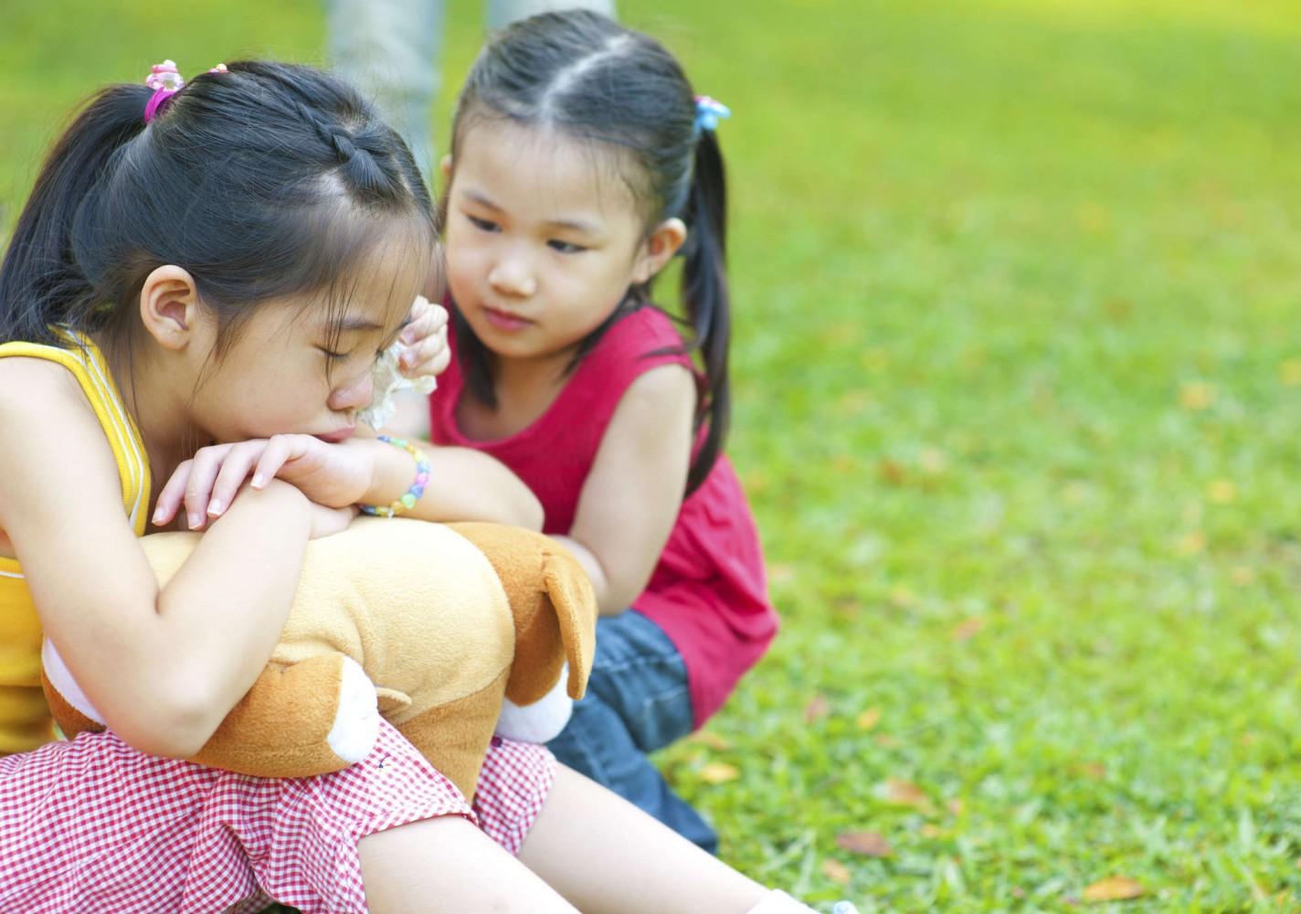 Thói quen gây hại cho mọi đứa trẻ mà bố mẹ nào cũng từng mắc phải, thậm chí còn làm hàng ngày vì nghĩ đó là thương con - Ảnh 2.
