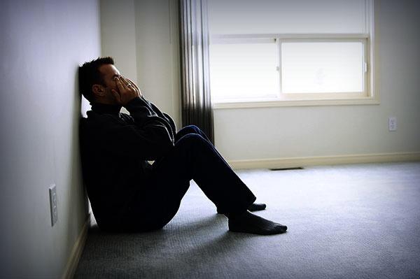 Đứng gọi 20 phút nhưng vợ vẫn không chịu mở cửa, sốt ruột quá tôi phải gọi người phá khóa và khi cánh cửa mở ra tôi lặng người với cảnh tượng trước mắt - Ảnh 1.