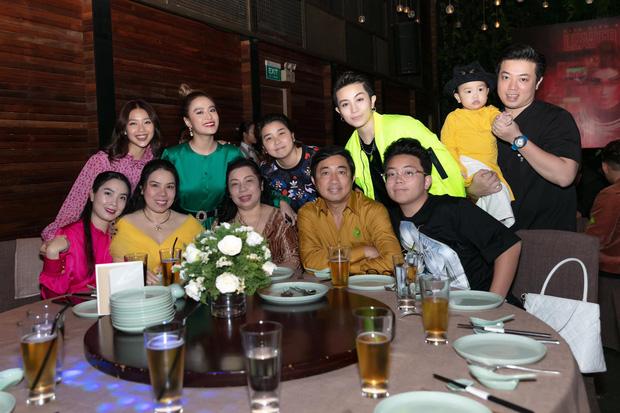 Thêm bằng chứng hình ảnh Hoàng Thùy Linh đi du lịch với gia đình Gil Lê, mối quan hệ đã gắn bó đến mức này rồi - Ảnh 4.