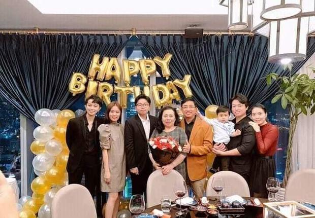 Thêm bằng chứng hình ảnh Hoàng Thùy Linh đi du lịch với gia đình Gil Lê, mối quan hệ đã gắn bó đến mức này rồi - Ảnh 5.