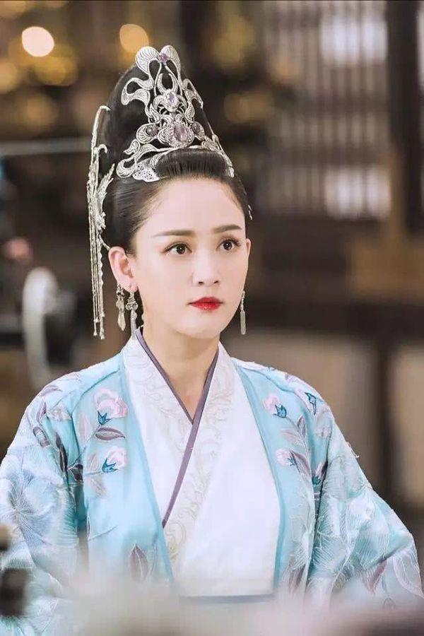 """Vị Hoàng hậu ép vua sống cảnh """"Một vợ một chồng"""", vì ghen tuông mà diệt trừ tình địch khiến khiến Hoàng đế cũng phải rời cung ra đi - Ảnh 3."""