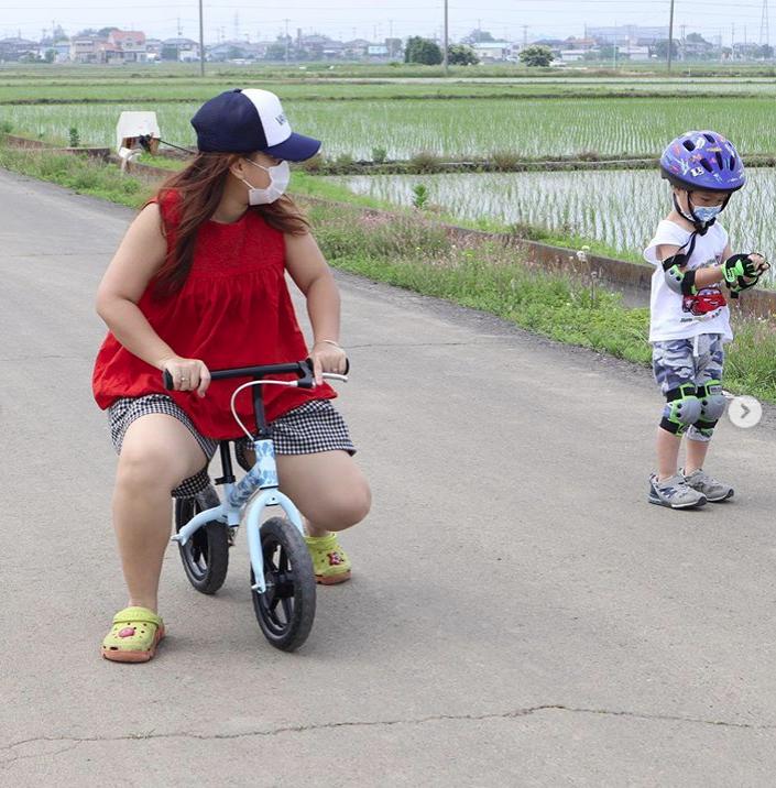 Hot mom Quỳnh Trần JP đón sinh nhật tuổi 35 bằng bức ảnh tự dìm hài hước nhưng fan chỉ thấy tội cho chiếc xe đạp của Sa - Ảnh 4.