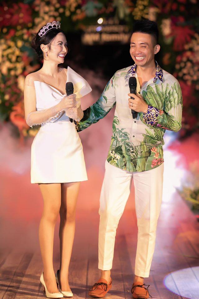 Đại gia Minh Nhựa tổ chức lễ kỉ niệm 8 năm ngày cầu hôn vợ hai Mina, dân tình ghen tị vô cùng với món quà xa xỉ cặp đôi dành tặng cho nhau - Ảnh 1.