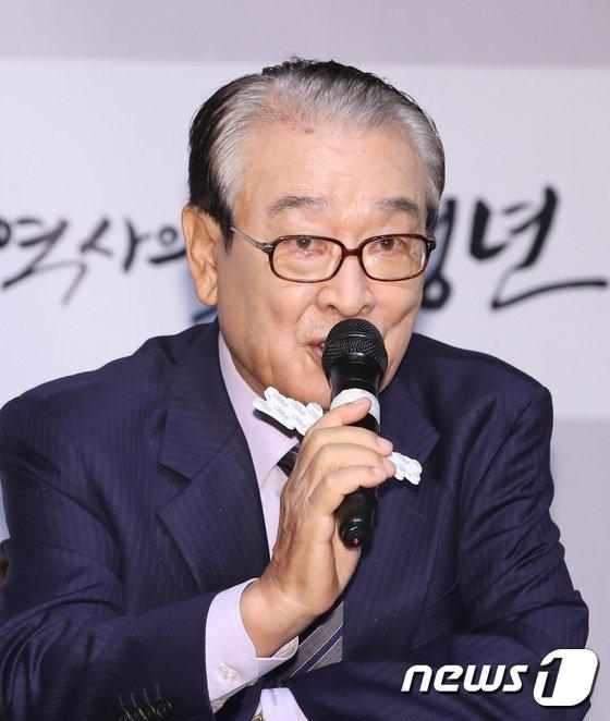 """Vừa bị tung đoạn ghi âm quan trọng với cựu quản lý, """"ông nội quốc dân"""" Lee Soon Jae lập tức hủy bỏ họp báo và chính thức lên tiếng xin lỗi - Ảnh 4."""