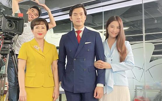 Tình yêu và tham vọng: Dân mạng phát sốt với tấm ảnh được cho là kết phim đẹp nhất, Linh - Minh - bà Khuê trở thành người một nhà