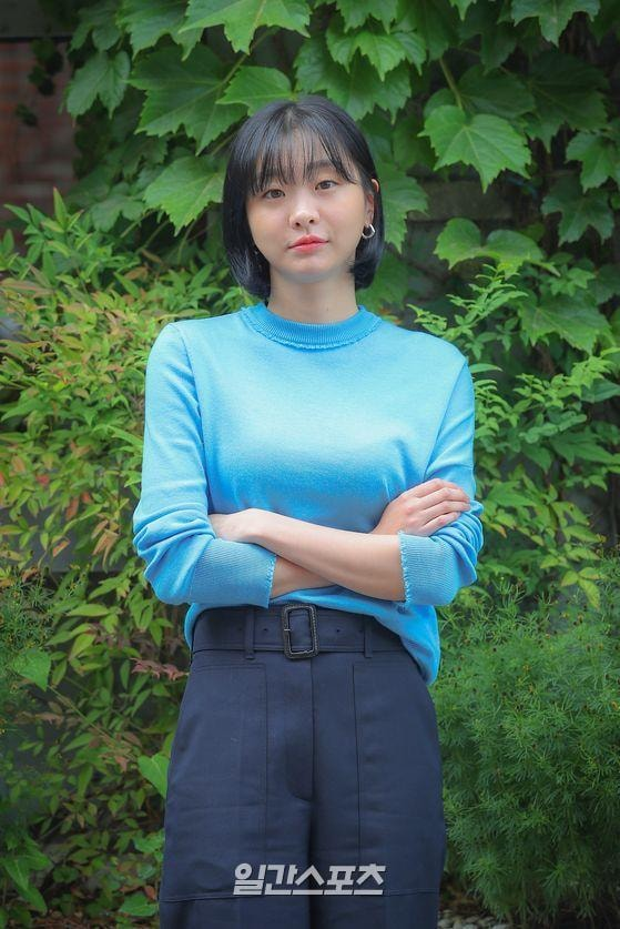"""Hết phim, """"điên nữ Itaewon Class"""" từ cool ngầu, cá tính quay ngoắt sang style xinh xẻo dễ thương - Ảnh 2."""