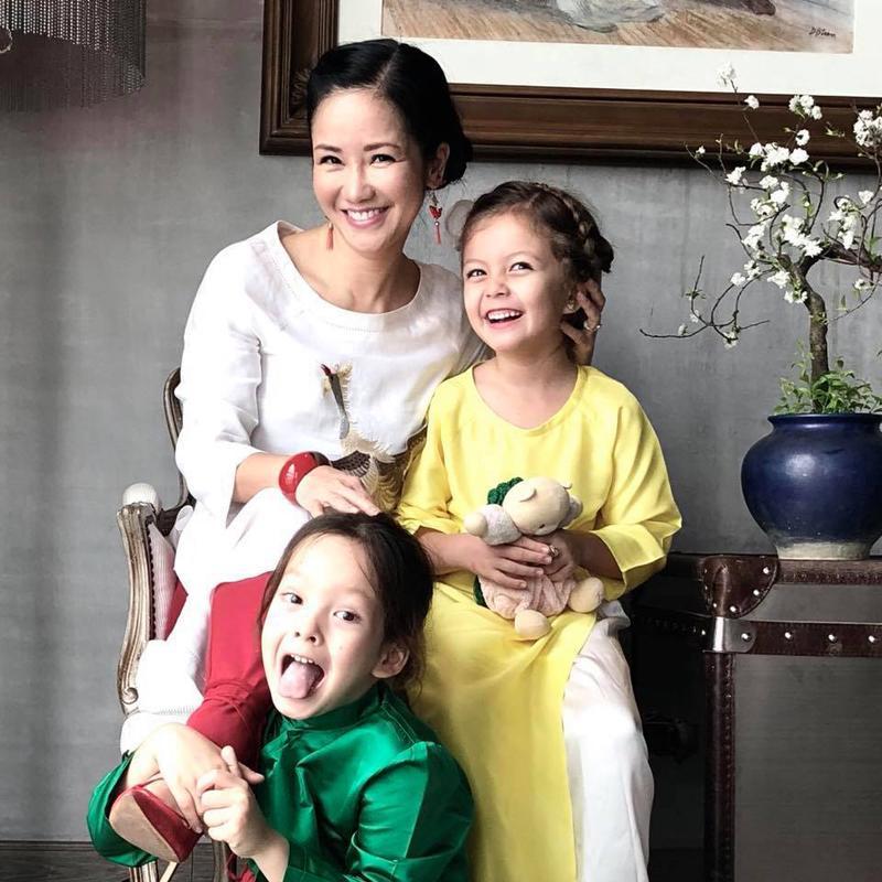 Con gái Hồng Nhung viết thư gửi mẹ: Sai chính tả tùm lum nhưng nội dung dài vỏn vẹn vài dòng mới là điều gây bất ngờ - Ảnh 1.