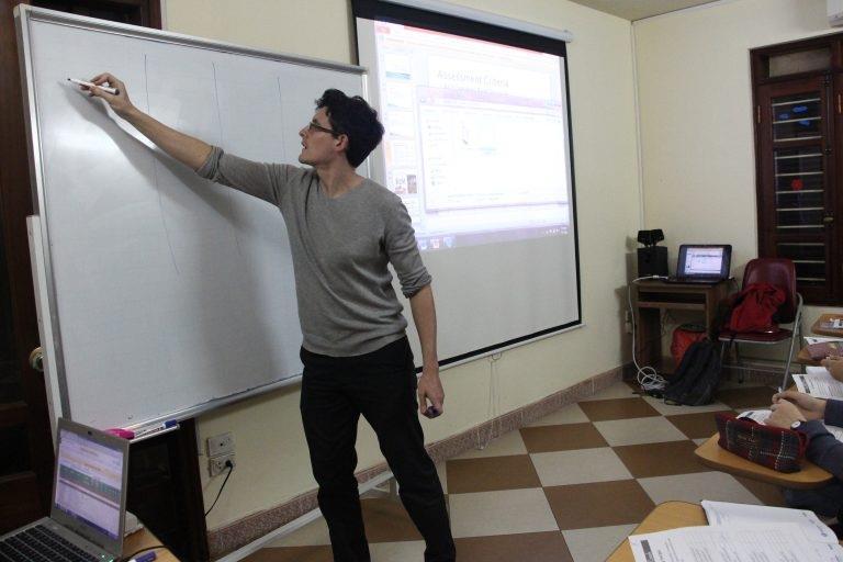 """Top 5 lớp học của các thầy cô tại Hà Nội giúp """"cày"""" IELTS band khủng chỉ trong thời gian luyện ngắn  - Ảnh 1."""