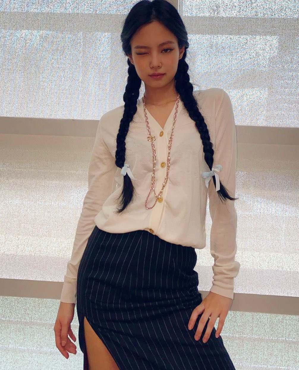 Cứ hỏi sao Jennie hay được stylist chăm chút nhất nhóm, một phần là bởi cô khéo biến hình xuất sắc thế này cơ mà - Ảnh 5.