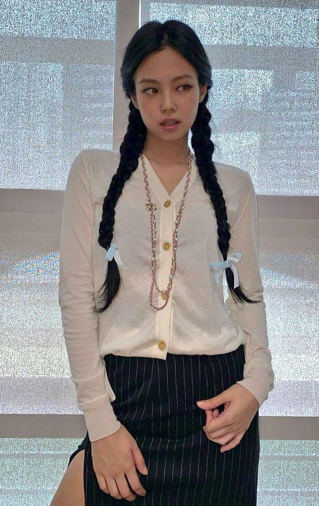 Cứ hỏi sao Jennie hay được stylist chăm chút nhất nhóm, một phần là bởi cô khéo biến hình xuất sắc thế này cơ mà - Ảnh 4.