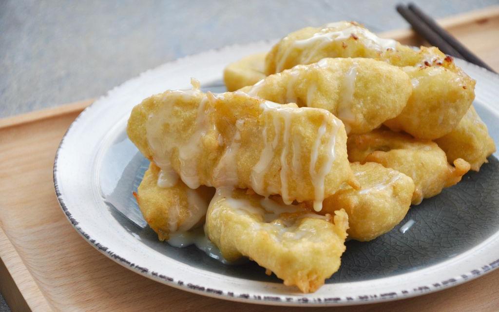 Mát trời thì phải tranh thủ ngay bất chấp béo gầy làm mẻ bánh chuối nóng hổi mà ăn thôi!