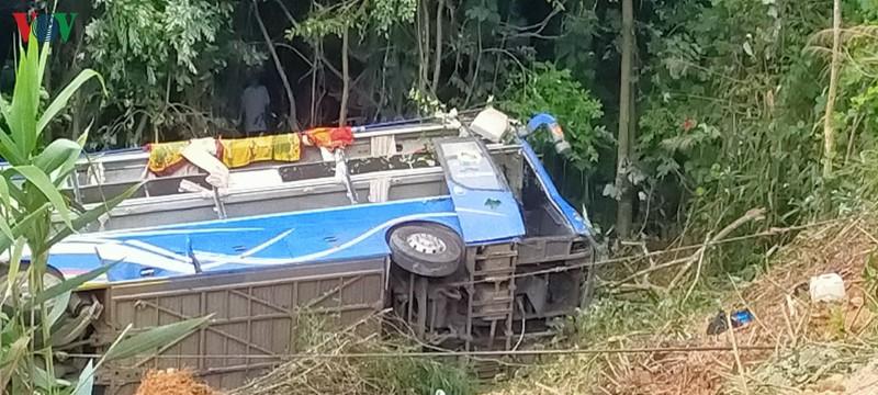 Hiện trường xe khách lao xuống vực làm ít nhất 5 người chết ở Kon Tum - Ảnh 10.