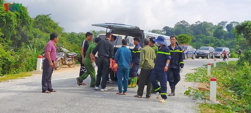 Hiện trường xe khách lao xuống vực làm ít nhất 5 người chết ở Kon Tum - Ảnh 6.
