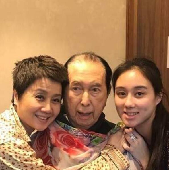 Vợ Tư của Vua sòng bài Macau tiết lộ nguyên nhân sinh được đứa con gái út xinh xắn và giỏi giang ở tuổi 78  - Ảnh 2.