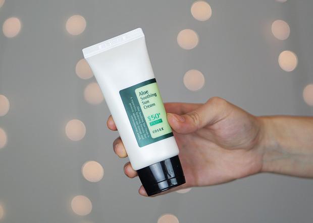 7 kem chống nắng trong suốt không nâng tông, da ngăm dùng càng yên tâm không lo mặt trắng hơn cổ - Ảnh 9.