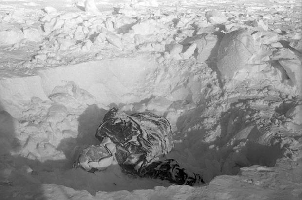 9 người chết trên đường trekking đến ngọn núi có tên như điềm báo, thi thể đầy rẫy vết thương nghi bị người ngoài hành tinh giết, sự thật là gì? - Ảnh 7.