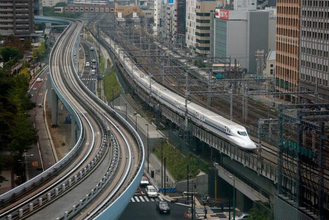Cùng nhìn lại lịch sử hoạt động của tàu siêu tốc Shinkansen, niềm tự hào Nhật Bản với phiên bản mới nhất có thể chạy ngon ơ ngay cả khi động đất - Ảnh 8.