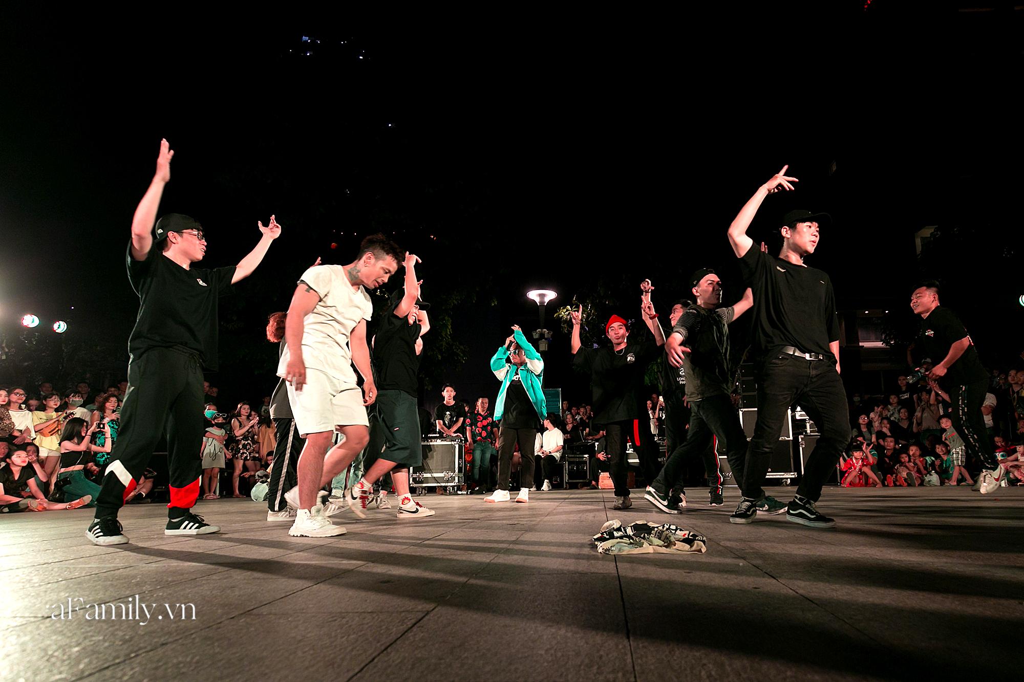 Phố đi bộ Nguyễn Huệ bắt đầu tổ chức các hoạt động biểu diễn nghệ thuật đường phố miễn phí và đây là tuần đầu tiên người Sài Gòn được trải nghiệm - Ảnh 4.