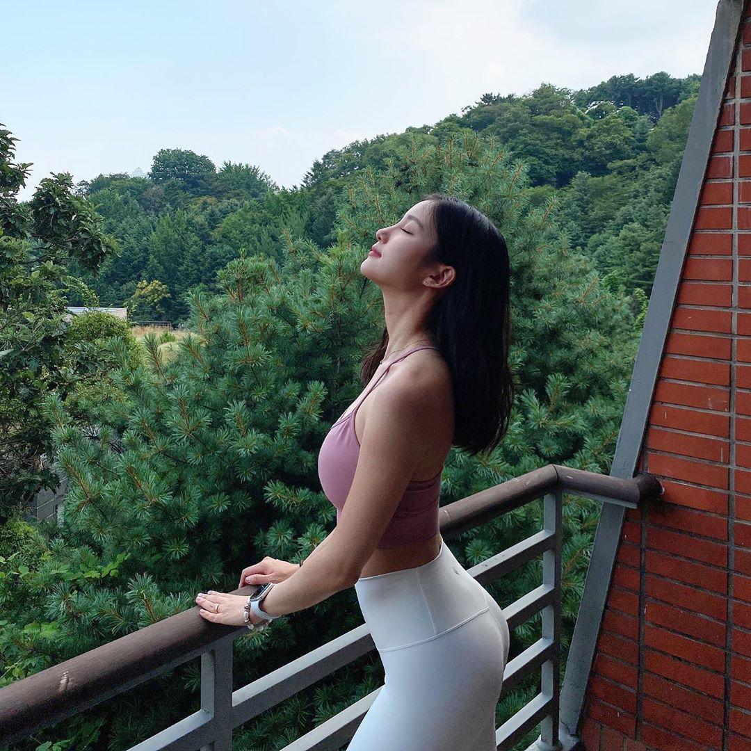 Từng có body thẳng đuột không đường cong, Hoa hậu Jolie Nguyễn lột xác với vòng eo 58 nhờ 2 bộ môn tập hàng ngày  - Ảnh 4.