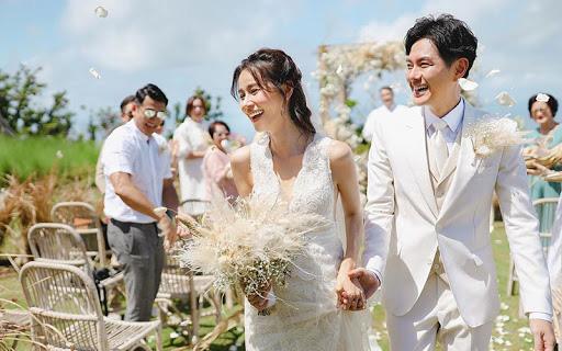 """Đám cưới siêu tiết kiệm với chi phí chưa đến 10 triệu đồng của cặp đôi Sài Gòn: Mua lại váy cô dâu giá rẻ, mượn xe hoa, tự makeup, đề cao tinh thần """"cây nhà lá vườn"""" là chính"""