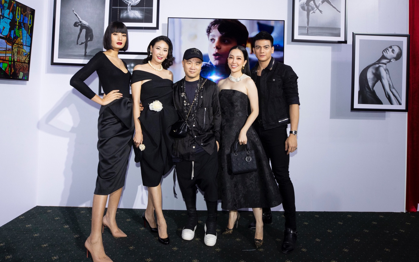 Hàng loạt người đẹp Việt bất ngờ hội ngộ tại sự kiện ra mắt TV OLED 8K đầu tiên trên thế giới