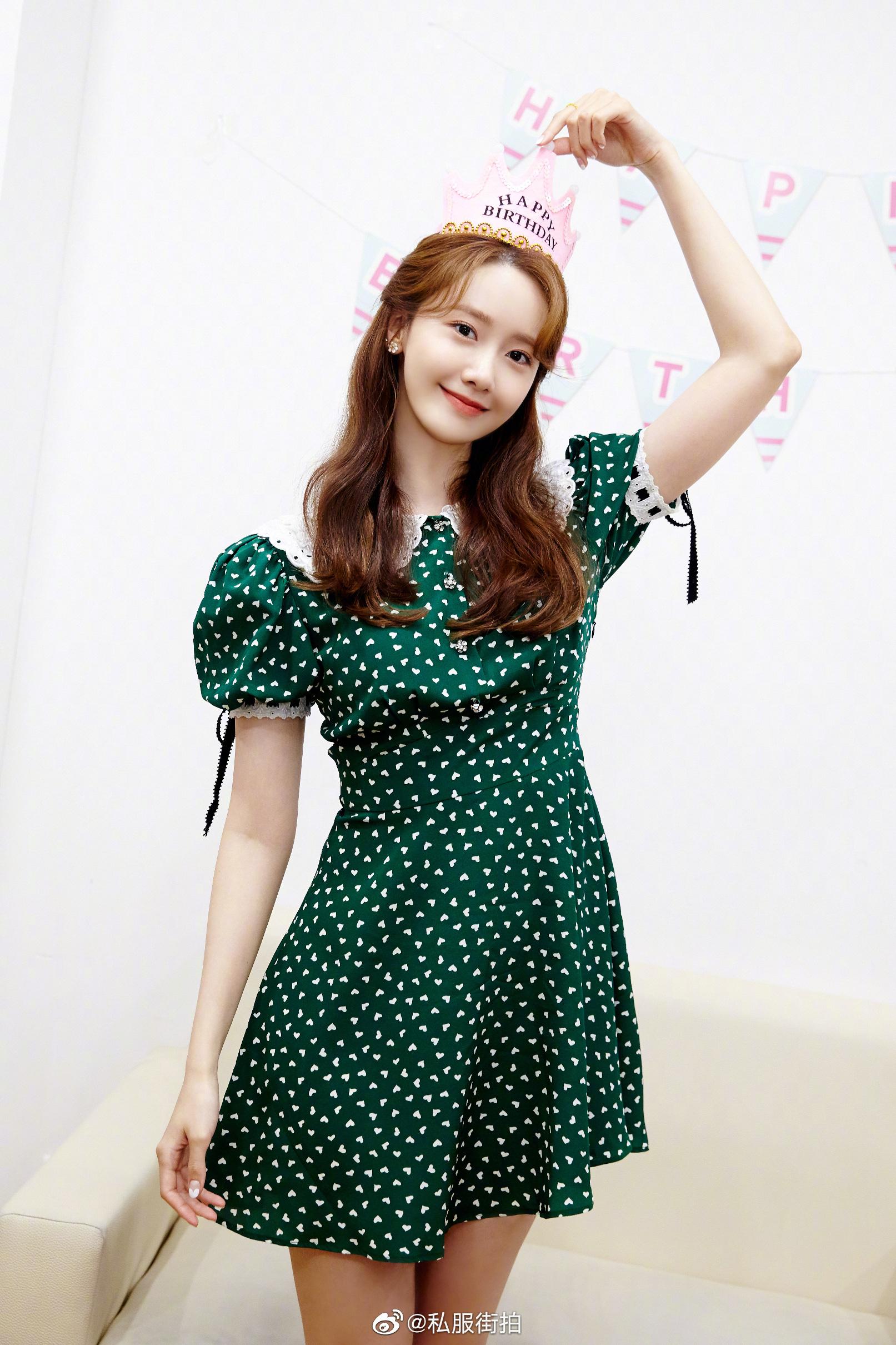 Yoona đụng váy với Âu Dương Na Na nhưng tài ở chỗ người lên đồ bánh bèo, người lại cá tính khác hẳn - Ảnh 2.