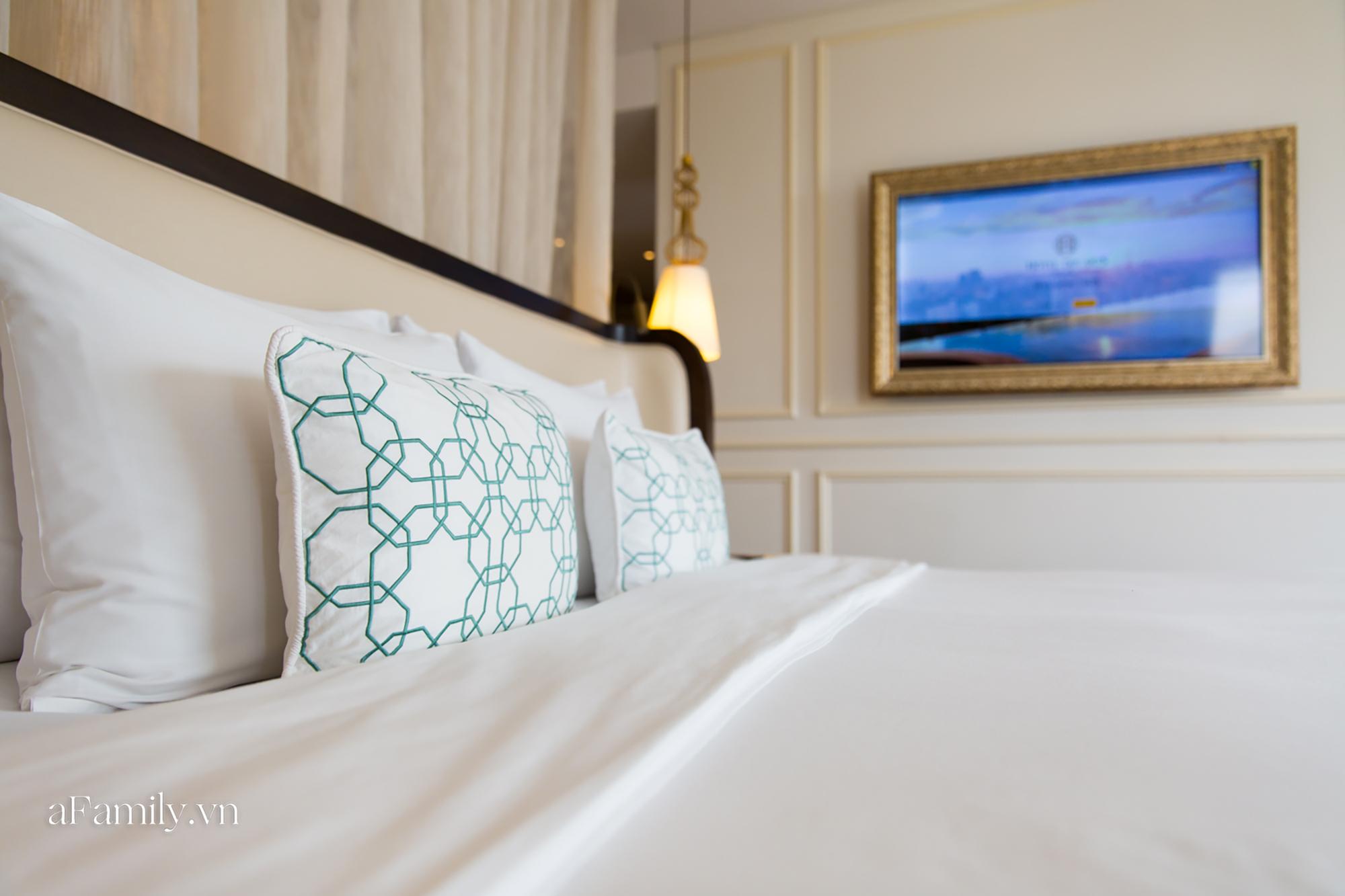 Vì sao giường khách sạn thường hào phóng bày tận 4 chiếc gối mà vẫn thiếu loại gối ôm dài, đây là câu trả lời - Ảnh 1.