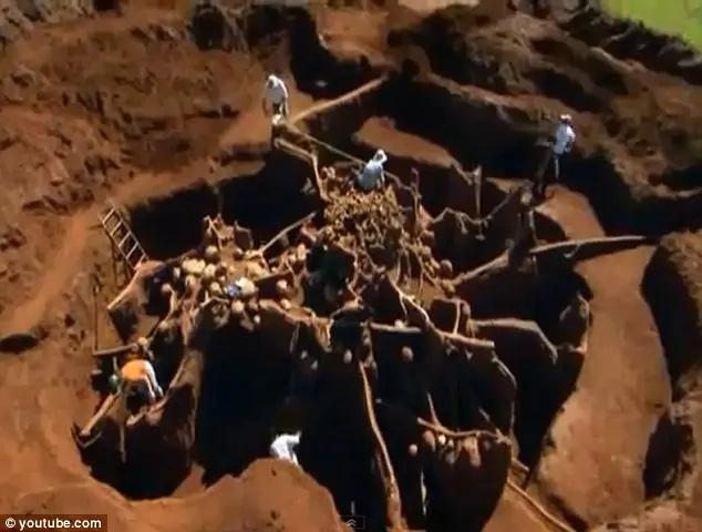 """Đổ 10 tấn xi măng xuống tổ kiến dưới lòng đất, các nhà khoa học không thể tin nổi vào mắt mình khi khám phá ra """"thành phố khổng lồ"""" sâu 8m, rộng 46m2 dưới lòng đất - Ảnh 1."""