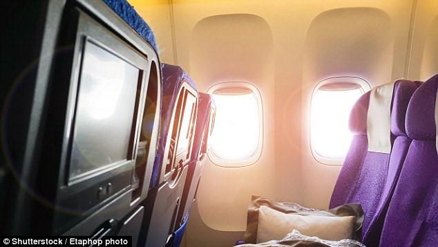 Nhiều người nghĩ làn sương trắng phả từ trần máy bay trước khi hạ, cất cánh là mây tràn vào nhưng sự thật thì không phải vậy - Ảnh 3.