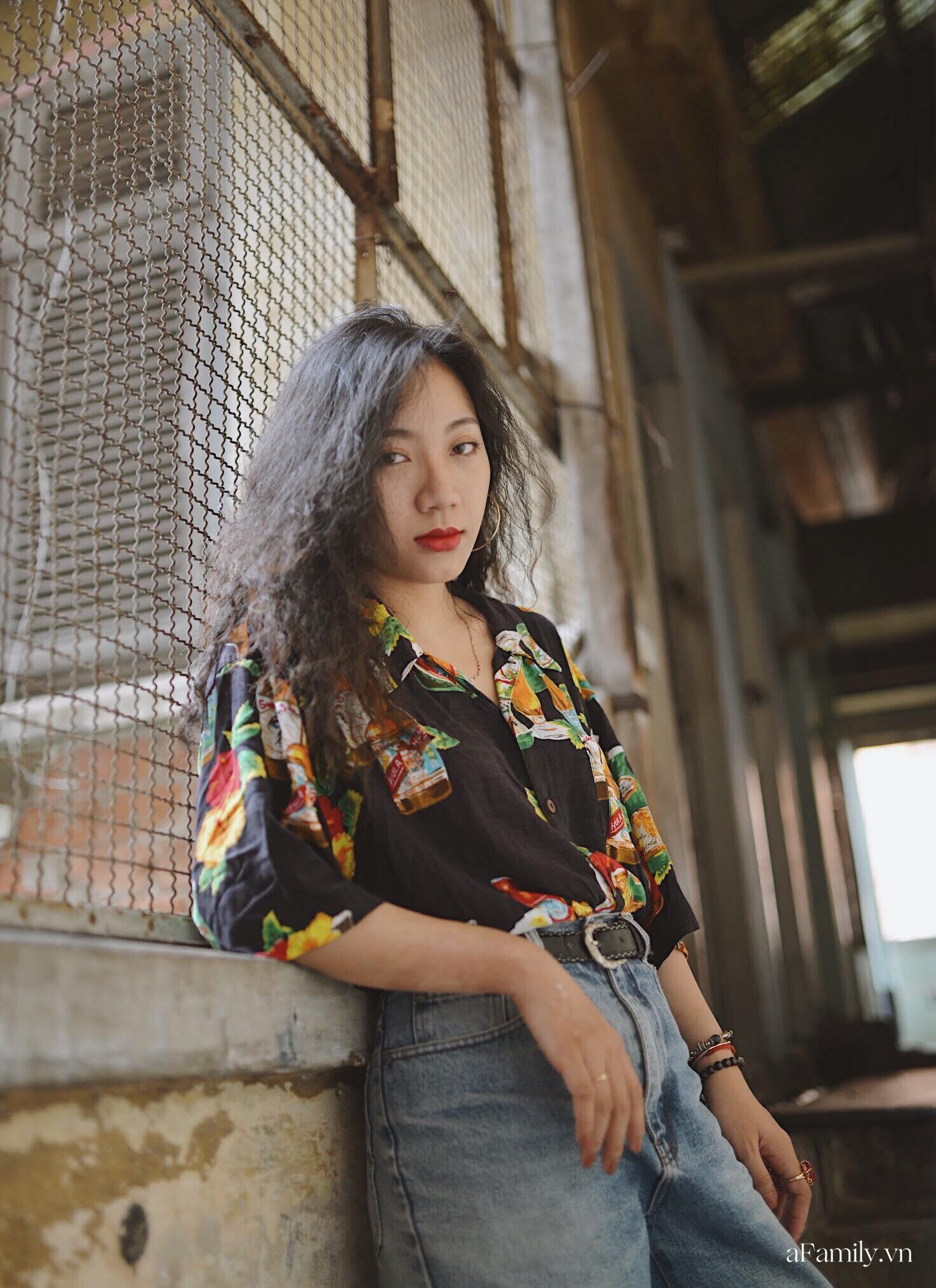 Nghe chủ shop thời trang tại Sài Gòn mách cách mua đồ decor vải second-hand, làm sao để tìm được món phụ kiện độc đáo, giá rẻ lại không bị lỗi - Ảnh 2.