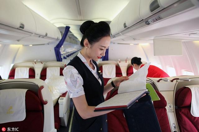 Góc khuất ít ai biết của nghề tiếp viên hàng không: Bị quấy rối tình dục, cơ thể lão hóa nhanh và những cuộc tình chớp nhoáng - Ảnh 2.