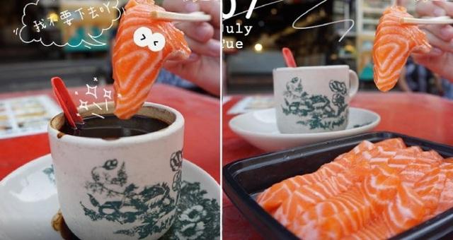 """Bức ảnh """"ngang trái"""" cá hồi tươi sống chấm cà phê đen gây sốt MXH khiến nhiều người rùng mình, cư dân mạng khuyên can: Đừng dại mà thử! - Ảnh 2."""