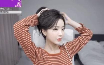 Làm khách mời trên kênh YouTube của đồng nghiệp, cô nàng người Hàn Quốc thu về 8 tỷ đồng chỉ nhờ... ngồi buộc tóc
