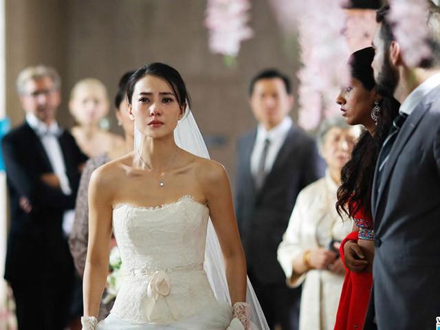 MC nhắc đến lần thứ ba rồi mà chú rể vẫn đứng như tượng không chịu trao nụ hôn cho cô dâu, để rồi khi biết sự thật tôi ném hoa nhẫn trả lại cho anh ta và bỏ chạy - Ảnh 1.