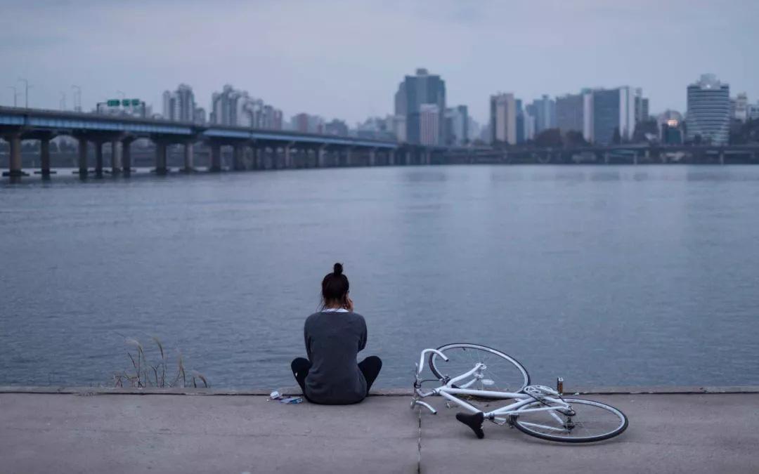 ''Cuộc sống một mình nhưng tinh tế'': Khái niệm sống của phụ nữ Hàn để thoát khỏi sự ám ảnh ''Địa ngục Joseon'' và những tiềm tàng hiểm nguy khi về già