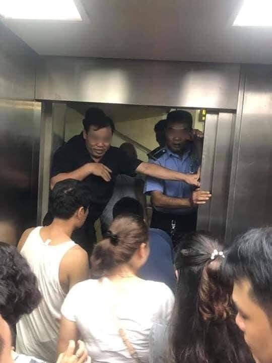 Toàn cảnh vụ rơi thang máy trong bệnh viện ở Hà Nội, nhưng thay vì la hét hay hoảng loạn thì nhóm người này lại làm một hành động khiến ai cũng... mừng - Ảnh 2.