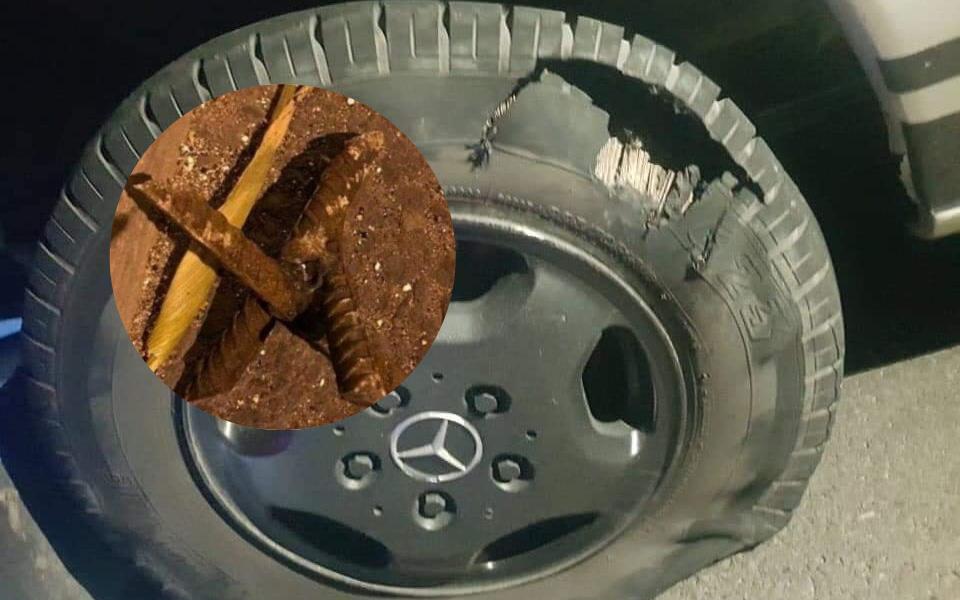 Nạn 'đinh tặc' còn chưa yên thì nay xuất hiện thêm 'chông tặc' khiến lốp ô tô nát tươm khi không may sập bẫy trên đường