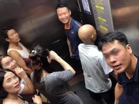 Toàn cảnh vụ rơi thang máy trong bệnh viện ở Hà Nội, nhưng thay vì la hét hay hoảng loạn thì nhóm người này lại làm một hành động khiến ai cũng... mừng - Ảnh 1.