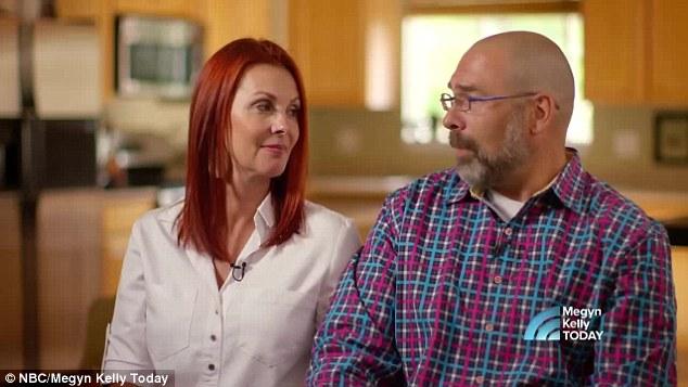 2 bé gái sinh đôi dính liền, cha mẹ mất 7 tháng mới đưa ra quyết định tách rời các con, 17 năm sau ai cũng gật đầu mãn nguyện khi nhìn thấy nụ cười trên khuôn mặt các em - Ảnh 8.