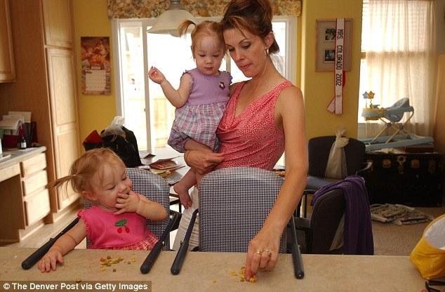 2 bé gái sinh đôi dính liền, cha mẹ mất 7 tháng mới đưa ra quyết định tách rời các con, 17 năm sau ai cũng gật đầu mãn nguyện khi nhìn thấy nụ cười trên khuôn mặt các em - Ảnh 6.