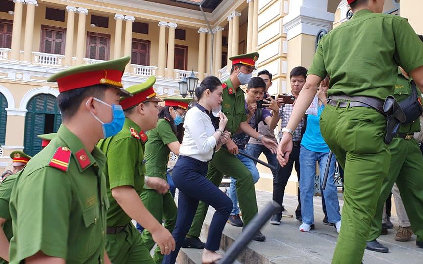 Đang xét xử trùm ma túy Văn Kính Dương và người tình hot girl Ngọc 'Miu' cùng đồng phạm