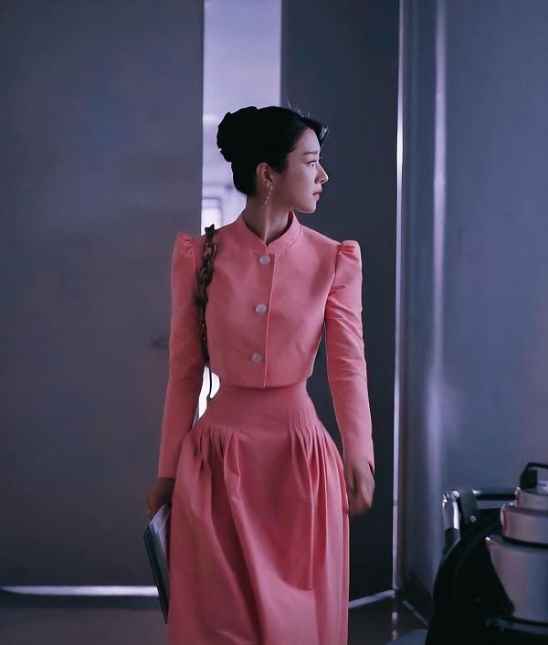Đẳng cấp vòng eo siêu thực lên top tìm kiếm của Seo Ye Ji: Chuẩn con kiến đến mức lấn át của người mẫu của hãng - Ảnh 5.