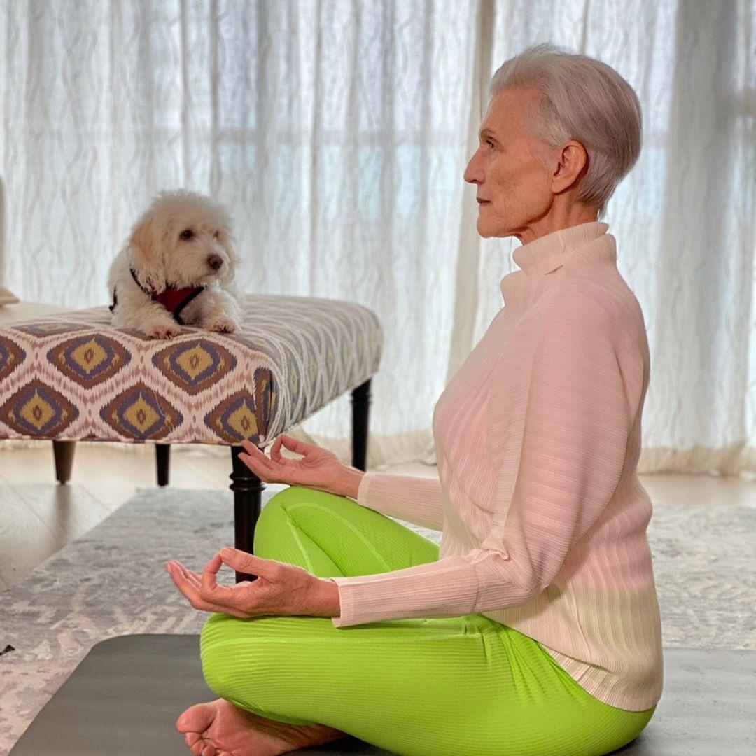 """Cụ bà 72 tuổi chia sẻ 3 bước skincare quan trọng nhất của cuộc đời: """"Mới 15 tuổi, tôi đã biết chống nắng từ đầu tới chân"""" - Ảnh 7."""