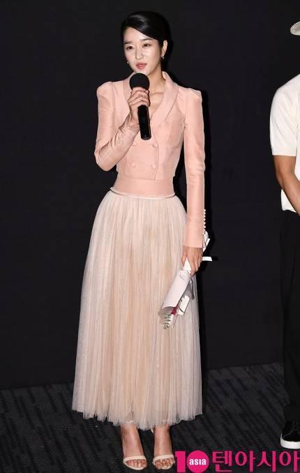 Đẳng cấp vòng eo siêu thực lên top tìm kiếm của Seo Ye Ji: Chuẩn con kiến đến mức lấn át của người mẫu của hãng - Ảnh 1.